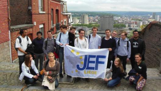 Une photo de groupe avec une 'vue liégeoise'